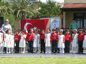 Od 1986 r. w Turcji obchody Dnia Dziecka połączone są ze Świętem Niepodległości/ fot. CC-BY-3.0 autor:Killikundak
