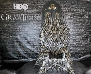 Żelazny Tron z serialu Gra o Tron produkcji HBO/ fot. CC-BY-4.0 autor: Klapi
