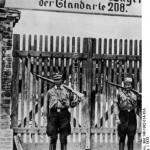 SA mani na warcie przed obozem koncentracyjnym w Oranienburgu