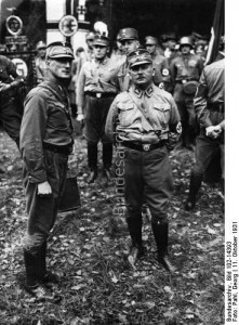 Po prawej szef SA: Ernst Röhm