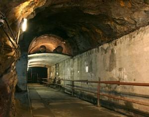 Dwukondygnacyjny korytarz w kompleksie Walim-Rzeczka / fot. CC-BY-SA 3.0