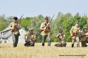 Natarcie wojsk bolszewickich. Front Południowo-Zachodni, czerwiec 1920./ fot. Grzegorz Antoszek/Mołdaw Reenacting Photography