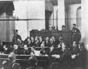 Ława oskarżonych podczas procesu brzeskiego