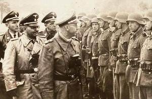 Heinrich Himmler dokonuje przeglądu zbrodniczej dywizji SS-Galizien, której członkiem był Mychajło Karkoć