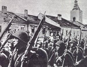 Polish_infantry_marching_1939