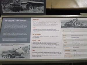 Przy każdym czołgu umieszczono tabliczkę informacyjną z konkretnymi informacjami / fot. Wojtek Duch