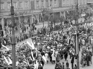 Pochód pierwszomajowy we Wrocławiu w 1982 roku