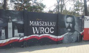 Mural poświęcony Piłsudskiemu w Rembertowie - niedaleko bramy prowadzącej w kierunku Akademii Obrony Narodowej / fot. Diana Walawender