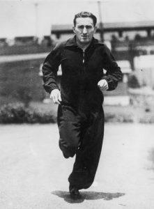 Los Angeles 1932, Janusz Kusociński podczas treningu (za: http://audiovis.nac.gov.pl/obraz/190018/df69d1ff744e2ceb43404b91cfc8a1a6/, dostęp: 13.03.2016 r.)