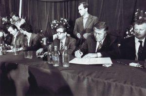 Podpisanie porozumień sierpniowych w Szczecinie, 30 sierpnia 1980/ fot. Stefan Cieślak CC BY 3.0