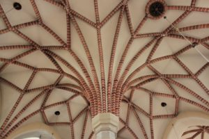 Sklepienie nawy głównej kościoła w Gosławicach / Fot. Maja Sypniewska