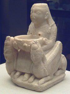 Fenicka figurka alabastrowa z VII wieku p.n.e., prawdopodobnie przedstawia boginię Astarte, Narodowe Muzeum Acheologiczne, Madryt / źródło: pl.wikipedia.org, licencja: CC BY-SA 3.0