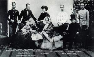 Franciszek Józef (z lewej) z żoną, dziećmi (arcyksiężniczką Gizelą i arcyksięciem Rudolfem) oraz innymi członkami rodziny, 1861