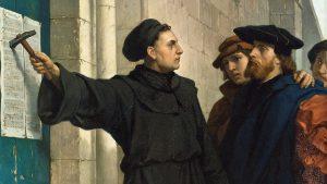 Według tradycji Marcin Luter ogłosił swoje 95 tez przybijając je do drzwi kościoła zamkowego w Wittenberdze