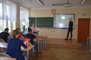 Słuchacze warszawskiego Centrum Kształcenia Ustawicznego nr 5 na zajęciach