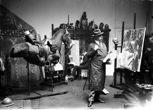 Wojciech Kossak w swojej pracowni, 1926 r.
