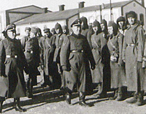 Их звали «травниками»: советские военнопленные, которые стали охранниками концлагерей